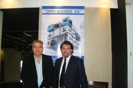 Martin Steinberg junto al economista Claudio Zuchovicky